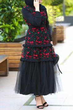 Clearance items – ANNAH HARIRI Modest Fashion Hijab, Modern Hijab Fashion, Abaya Fashion, Muslim Fashion, Fashion Dresses, Modest Dresses, Modest Outfits, Hijab Evening Dress, Modele Hijab