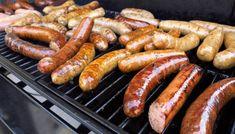 PASSE MENGDE: Også når det kommer til kolesterolbombene gjelder måtehold, pølse en gang i uka gjør ingenting, blir det pølse hver dag i grillsesongen, kan det synes på blodverdiene. Foto: NTB Scanpix. Healthy Grilling, Healthy Cooking, Healthy Eating, Gas Barbecue Grill, Menu Dieta, Grilled Sausage, How To Make Sausage, Sausage Making, Popsugar Food