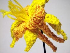 Golden Columbine -- how cool! A free crochet pattern for a columbine ... my mom's favorite flower. Could also be done in any color.  unique flower crochet tutorial DIY