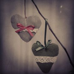 Christmas heart ornaments Christmas Hearts, Heart Ornament, Crafty, Ornaments, Sewing, Creative, Hearts, Dressmaking, Couture