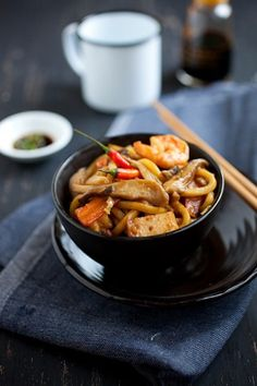 Malaysian-style Fried Udon - http://www.mypinbook.com/2013/04/11/malaysian-style-fried-udon/