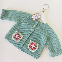 No photo description available. Kids Knitting Patterns, Knitting For Kids, Knitting Videos, Diy Clothes, Couture, Crochet Baby, Kids Outfits, Rompers, Pullover