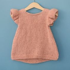 """diy_crafts-Pusetopp (norwegian and english version) """"Pusetopp (norwegian and english version) Baby Knitting Patterns"""", """"Ravelry: Pusetopp patt Baby Cardigan, Knit Baby Dress, Knitted Baby Clothes, Baby Knits, Baby Knitting Patterns, Knitting For Kids, Baby Patterns, Vestidos Bebe Crochet, Crochet Baby"""
