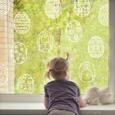 Één van de leukste dingen om te doen, naast eieren schilderen is het natuurlijk gezellig maken. Dus combineer beide met deze leuke eieren #raamtekening!