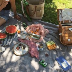 🌹 All the things that makes me who I am Picnic Date, Summer Picnic, Good Food, Yummy Food, Aesthetic Food, Aesthetic Girl, Cravings, Summertime, Breakfast Recipes
