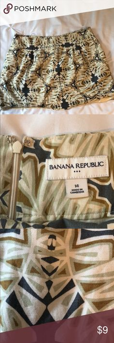 Banana Republic size 14 printed skirt worn just once, this skirt is the perfect transition piece for summer to fall; rayon/cotton/linen blend with polyester lining & hidden back zipper Banana Republic Skirts Mini