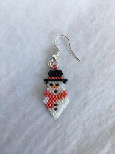 Beaded Earrings Patterns, Seed Bead Earrings, Beading Patterns, Beaded Jewelry, Bead Crafts, Jewelry Crafts, Christmas Earrings, Holiday Jewelry, Paper Beads
