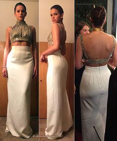 Bruna Marquezine foi de look Carlos Miele – saia de cintura alta off white e top dourado - Baile amfAR 2017 – Brasil   http://modaefeminices.com.br/2017/04/28/fendas-decotes-e-transparencias-no-looks-do-baile-amfar-2017-brasil/