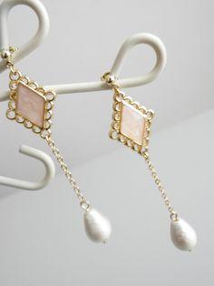ピンクのダイヤパーツにコットンパールをぶら下げてみました。|ハンドメイド、手作り、手仕事品の通販・販売・購入ならCreema。
