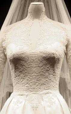 #Sarah Burton  women fashiot #2dayslook #new #fashion #nice  www.2dayslook.com