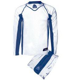 Fehér-Királykék Zeus Febo Focimez Szett rugalmas szálú, klasszikus, kényelmes, kopásálló, népszerű, egyszerű, könnyen száradó, rövid ujjú focimezzé alakítható a Febo focimez. Külső varrással is megerősített, enyhén karcsúsított fazon. Fehér-Királykék Zeus Febo Focimez Szett 2 méretben és további 6 színkombinációban érhető el. - See more at: http://istenisport.hu/termek/feher-kiralykek-zeus-febo-focimez-szett/#sthash.ILRhIO1m.dpuf