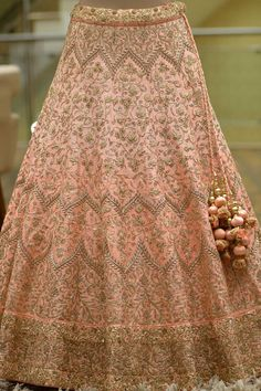 Bridal Lehengas is a Perennial Favorite of Women When it Comes to Dressing up for a Party or an Occasion. Bridal Lehenga Online, Designer Bridal Lehenga, Indian Bridal Lehenga, Red Lehenga, Raw Silk Lehenga, Wedding Lehenga Designs, Wedding Lehnga, Wedding Sherwani, Vestidos