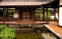 Beautifull covered terasse and wooden path / nanzen-ji, kyoto Japanese Home Design, Japanese Style House, Traditional Japanese House, Japanese Interior, Asian Architecture, Sustainable Architecture, Architecture Design, Indoor Zen Garden, Japan Travel