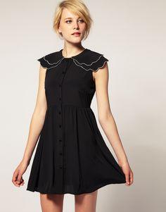 dress with scalloped collar on asos (åh, 399 och fri frakt just nu, gör mig farligt sugen ju!)