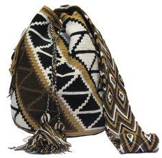 www.mochilaswayuubags.com whatsapp +57 320 345 9226 #wayuu #crochet #handmade #crochet #boho #bohostyle #bohochic #hippie #cartagena Tribal Bags, Tapestry Bag, Bucket Bag, Boho Fashion, Purses And Bags, Boho Chic, Crochet Bags, Handmade, Places