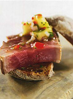 Tuna with pineapple salsa