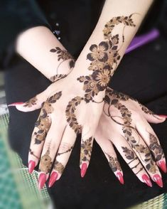 Image may contain: one or more people Short Mehndi Design, Arabic Bridal Mehndi Designs, Pretty Henna Designs, Modern Henna Designs, Khafif Mehndi Design, Floral Henna Designs, Finger Henna Designs, Mehndi Designs 2018, Dulhan Mehndi Designs