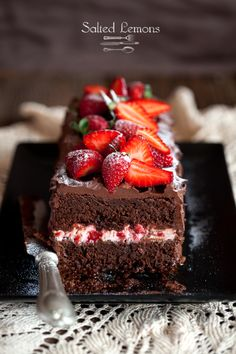 salted lemons: Chocolate cake with strawberries - so pretty! http://loisslokoski.blogspot.ch/2013/03/chocolate-cake-with-strawberries.html
