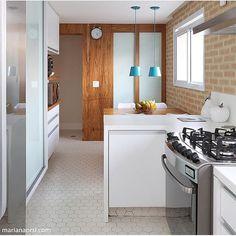 Cozinha com tijolinho aparente por @studionovak. Foto @mariana_orsi #cozinha #cozinhas #kitchen #cuisine  #euteinspiro #cozinhamoderna #followme #tijolinho #tijoloaparente #mosaico #azulejos #azulejohidraulico #ladrilho #ladrilhohidraulico#instaarq #instagood #instahome #instadecor #instafollow #decor #decoracao #decoração #home #house #homedecor #homestyle #euteinspiro #instaarq #homedecor #instadecor #arquitetura #decorating #decoration #architecture #homestyle
