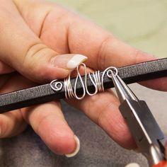 DIY Bijoux  Licorice Brand Leather Bracelet Video with wire ornament. #Wire #Jewelry #Tutori