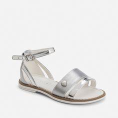 Sandalias de niña efecto metalizado cierre hebilla