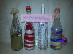 Primer encargo pagado de artesanía. Manualidad Creativa La premisa: el poema Ulysses de Tennyson. 4 conceptos, 4 botellas. Atar, con fino hilo, el poema a las botellas terminadas. #artesania #DoItMyself #DoItYourself #DIY #Gift