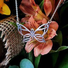 Funky Jewelry, Wire Jewelry, Jewelery, Handmade Jewelry, Jewelry Making Tutorials, Wire Tutorials, Scottish Tattoos, Celtic Necklace, Celtic Art