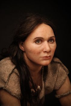 Reconstruction of a Paleolithic Homo sapiens woman by Élisabeth Daynès. Forensic Facial Reconstruction, Anthropologie, Old Faces, Human Evolution, Character Portraits, Interesting Faces, Ancient History, People, Early Humans