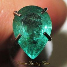 Batu Zamrud Tetes Air 0.66 carat Kualitas Bagus. Harga murah banget lhoo..