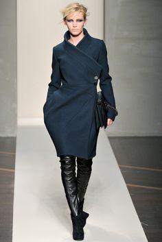 Gianfranco Ferré Fall 2012 Ready-to-Wear Fashion Show - Emily Baker Fashion Moda, Fashion Week, Urban Fashion, Runway Fashion, Fashion Show, Fashion Outfits, Fashion Design, Knit Fashion, Fashion Details