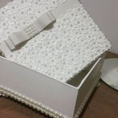 Wedding Gift Boxes, Wedding Gifts, Shabby Boxes, Pearl Decorations, Flower Mobile, Arte Country, Shaby Chic, Altered Boxes, Jewellery Boxes