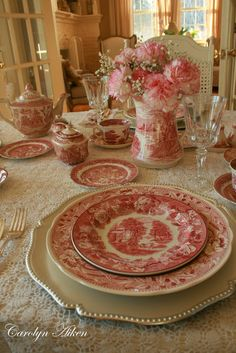 Tablescape with red transferware (FOR THE TABLE: From dinnerware to decor) Vintage Dishes, Vintage China, Vintage Ceramic, Mesa Retro, Dresser La Table, Deco Champetre, Beautiful Table Settings, Deco Table, Decoration Table