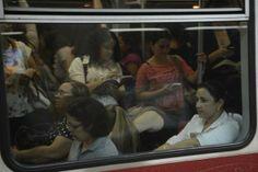Pregopontocom @ Tudo: Mulheres vítimas de assédio no transporte público ...  Nos três primeiros meses deste ano, 33 homens foram detidos na capital paulista, acusados de assédio nos vagões e nas estações de metrô e trem. -  Segundo a Secretaria Estadual da Segurança Pública, este ano foram registrados, em todo o estado, 285 casos de importunação ofensiva ao pudor