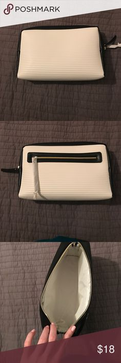 Makeup bag Makeup bag, brand new never used! (Christmas gift) Estee Lauder Bags Cosmetic Bags & Cases