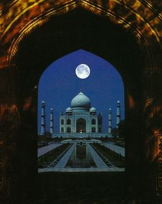 This reminds me of Aladin, I love that movie!...Most Romantic Travel Destinations - Taj Mahal, India