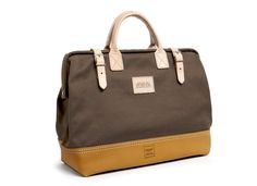 This handsome bag is locally crafted in Los Angeles, CA | Heritage Leather + Apolis Mason Courier Bag