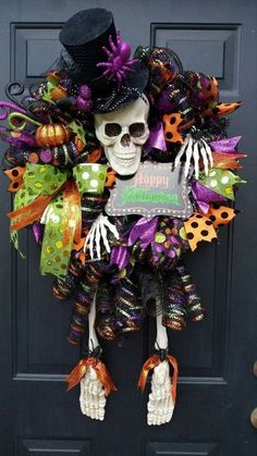 Spooky DIY Halloween Wreath Ideas and Designs For 2019 Halloween is coming. Take a look at these awesome DIY Halloween wreath ideas. Halloween Mesh Wreaths, Halloween Trees, Creepy Halloween, Outdoor Halloween, Diy Halloween Decorations, Holidays Halloween, Scary Witch, Halloween Season, Christmas Wreaths