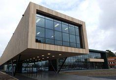 Eind 2012 is de Arnhemhal geopend. Het complex met een grondvlak van 132m bij 56m, betreft een trainingscentrum dat onderdak biedt aan een 130 meter lange sprintbaan, verschillende sporthallen en alle bijbehorende faciliteiten.   De krachttraining- en herstelruimtes behoren zowel qua omvang als inrichting tot de beste van Europa. Verder is er onder meer een restaurant dat is ingericht als 'sportrestaurant van de toekomst'.   Het complex is ontwikkeld met een hoogstaand niveau van…