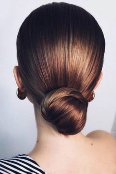 What's the Difference Between a Bun and a Chignon? - How to Do a Chignon Bun – Easy Chignon Hair Tutorial - The Trending Hairstyle Office Hairstyles, Bun Hairstyles For Long Hair, Sleek Hairstyles, Vintage Hairstyles, Gorgeous Hairstyles, Simple Bun Hairstyle, Easy Elegant Hairstyles, Easy Party Hairstyles, Perfect Hairstyle