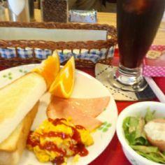 今日のお昼ご飯はトーストセットとアイスコーヒーいただいています。