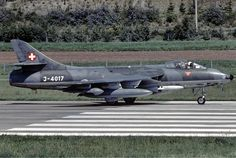 1024px-Swiss_Air_Force_Hawker_Hunter_F58 Military Jets, Military Aircraft, Luftwaffe, Swiss Air, Old Planes, Aircraft Parts, Air Force Aircraft, Fighter Jets, Postwar