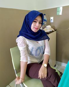 Beautiful Hijab, Beautiful Smile, Hijab Jeans, Muslim Beauty, Indonesian Girls, Hijab Chic, Indian Girls, Hijab Fashion, Women's Fashion