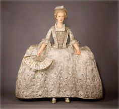 Article by Dr. Lucy Worsley on the evolution of the mantua to the saque!