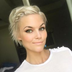 "1,279 Likes, 39 Comments - Krissa Fowles (@krissafowles) on Instagram: "" #pixie #shorthairdontcare #blonde"""