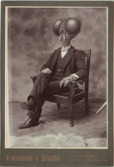 Renowned British artist Colin Batty creates creepy characters out of vintage portraits in his impressive modified cabinet card photographs. Vintage Bizarre, Creepy Vintage, Old Photos, Vintage Photos, Creepy Photos, Old Cards, No Photoshop, Photo Look, Portrait Photo