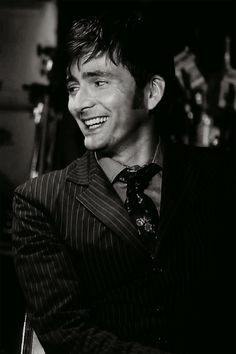Sooooo reminiscent of the Doctor right here. *sigh* miss you, Mr. Tennant GIF