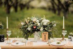 Bohemian Vintage Inspirational Shoot / Nunta in livada - Sedinta foto inspirationala Romantic Photos, Vintage Bohemian, Destination Wedding Photographer, Wedding Events, Wedding Flowers, Backdrops, Table Decorations, Inspirational, Blog
