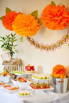 Looking for fall baby shower ideas and decorations? Are you, at least in part, a do it yourself baby shower decorations kinda of gal? Otoño Baby Shower, Shower Bebe, Shower Party, Shower Gifts, Baby Shower Themes, Baby Boy Shower, Shower Ideas, Fall Baby Showers, Baby Shower Fall Theme