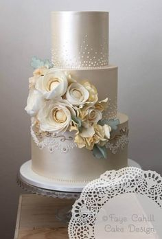 https://www.mrs2be.ie/touches-of-luxury-14-lustre-wedding-cakes/