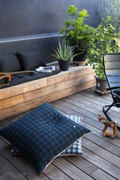 Notre terrasse - L'avant / Apres #hometour - jesus-sauvage Garden Chairs, Balcony Garden, Terrace, Small Porch Decorating, Decorating Ideas, Small House Living, Outdoor Living, Outdoor Decor, Small Patio